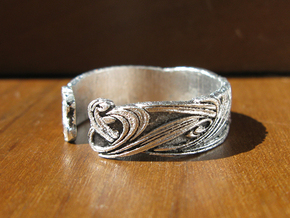 Art Nouveau Ribbons Ring in Frosted Ultra Detail