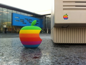 Retro Apple Logo in 3D in Full Color Sandstone