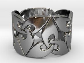 Triquetra Ring Size 8 in Premium Silver