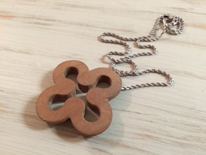 Clover necklace hollow in Sandstone