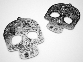 Skully Earrings in Stainless Steel