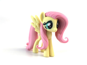 My Little Pony - Fluttershy (�75mm tall) in Full Color Sandstone