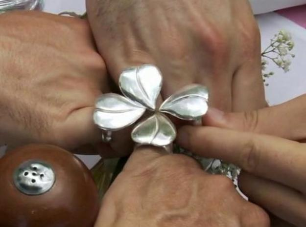 Four leaf clover ring like the gang's ring in It's 3d printed screenshot