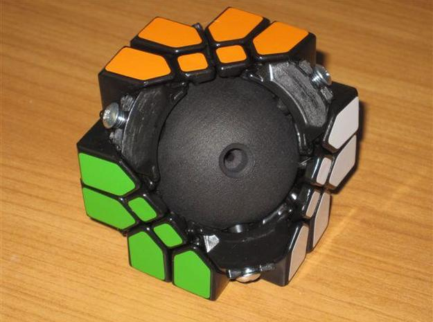 Mosaic Cube Sphere Core 3d printed Assembling Mosaic Cube around the new sphere core