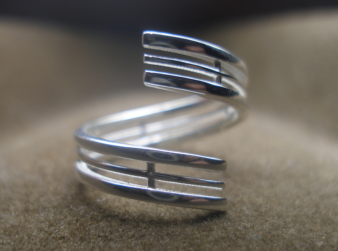 Photo of the ring from the top, printed in sterling silver, this ring print is size 7.