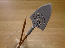 Arrowhead Pen Cap (with Japanese family crest) in Polished Metallic Plastic