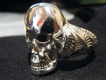 Skullring in Polished Silver