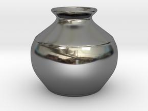 Vase in Fine Detail Polished Silver