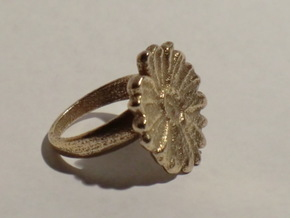 a daisy flower ring in Natural Brass
