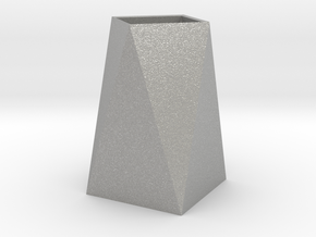 Low Poly Vase in Aluminum