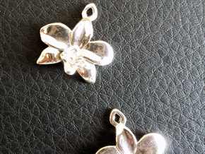 Orchid earring in Polished Silver