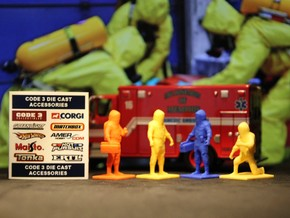Hazmat Team 1, Multiple Scales in Yellow Processed Versatile Plastic: 1:64