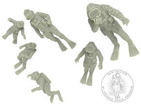 Commercial Diver / Six Pack / 1:72 in Smooth Fine Detail Plastic