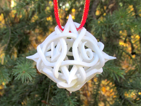 Thorn Die8 Ornament in White Natural Versatile Plastic