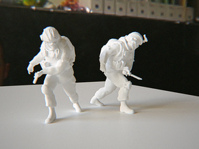 Soldier with knife (Esc: 1/24) in White Natural Versatile Plastic