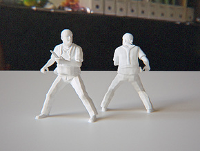 Soldier with Knife 1:24 in White Natural Versatile Plastic