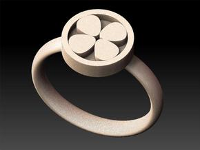 Clover Ring in White Natural Versatile Plastic