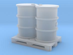 200 Liter Fässer auf Europalette - 1:120 in Smooth Fine Detail Plastic