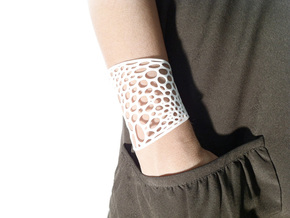 Voronoi bracelet #2 (LARGE) in White Natural Versatile Plastic