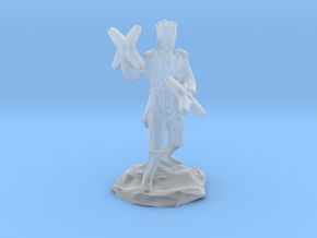 Circus Halfling Bard with Starknives in Smooth Fine Detail Plastic