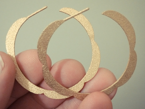 Flower hoop earrings in Polished Gold Steel