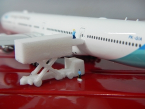 Airport GSE 1:400 Catering Truck Model 1 in White Processed Versatile Plastic