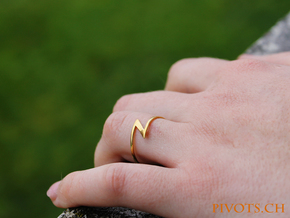 "Lightning Ring ""Blitz"" in Polished Brass"