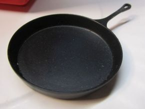 1:10 Scale 16 Inch Cast Iron Skillet in White Natural Versatile Plastic