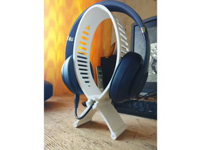 Headphone stand in White Natural Versatile Plastic