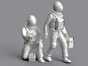 SPACE 2999 1/48 ASTRONAUT WORKING A SET in Smooth Fine Detail Plastic