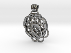 Chain Mail Pendant O in Polished Silver