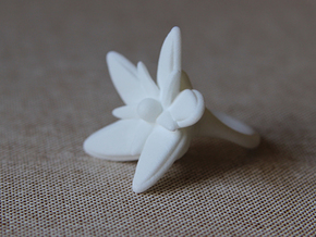 """UrbanFlower"" Ring in White Processed Versatile Plastic"