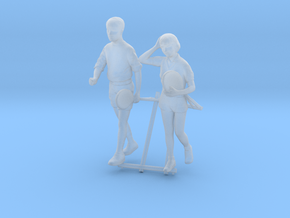 1/87 Gym Couple Walking in Smoothest Fine Detail Plastic