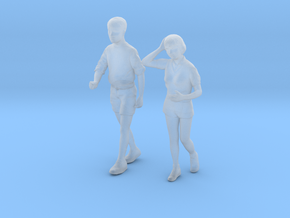1/87 Man and Lady Walking to Gym in Smooth Fine Detail Plastic