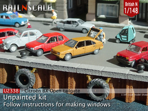 Citroën BX with open tailgate (British N 1:148) in Smooth Fine Detail Plastic