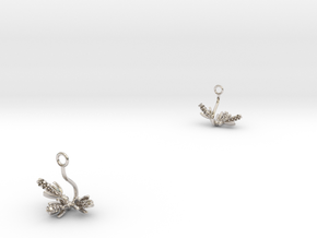 Hyacint earring with three small flowers in Rhodium Plated Brass