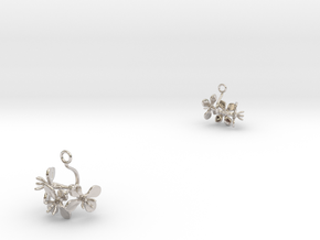 Radish earring with three small flowers in Rhodium Plated Brass