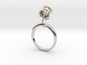 Bean ring with one small flower in Rhodium Plated Brass: 7.25 / 54.625