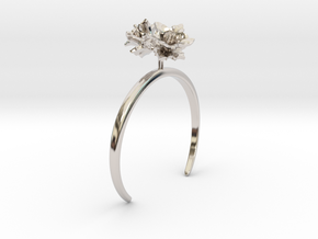 Potato bracelet with two small flowers L in Rhodium Plated Brass: Medium