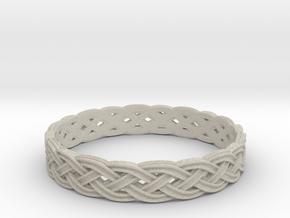 Hieno Delicate Celtic Knot Size 7 in Natural Sandstone