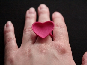 Curved Heart Ring 17,3mm in Pink Strong & Flexible Polished