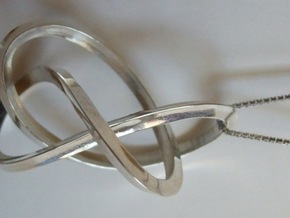 3-Sided Figure 8 Knot Pendant in Polished Silver