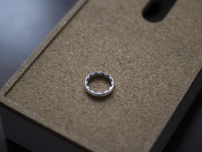 Octoring (7.5) in Fine Detail Polished Silver