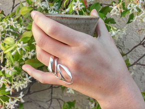 AKUSENTO Ring in Rhodium Plated Brass