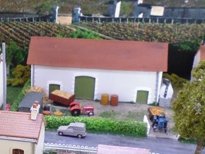 Charente Barn - WSF - Nm - 1:160 in White Natural Versatile Plastic