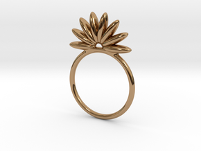Demi Flower Ring in Polished Brass