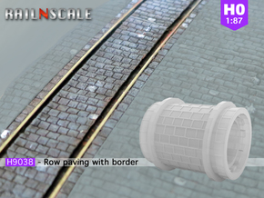 Row paving with border (H0) in Smooth Fine Detail Plastic