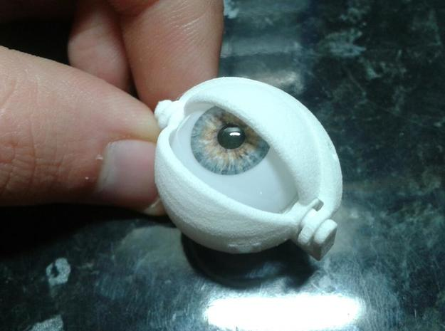 Mechanical eyelid assembly. 3d printed