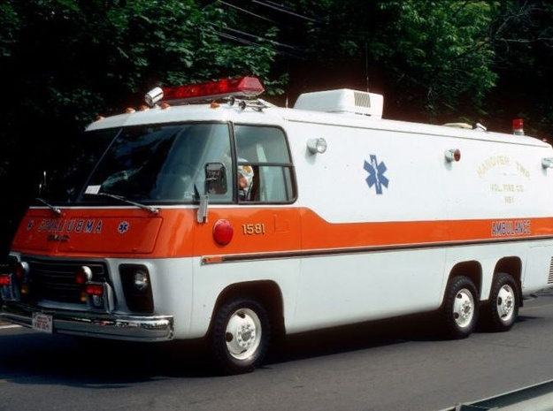 1-64 Scale 1975 Big Ambulance in White Strong & Flexible