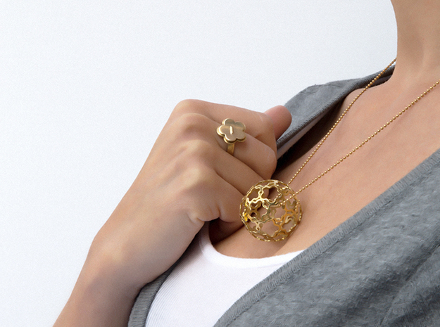 Pendant Flower Ball 33 in Polished Brass